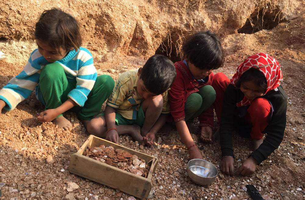 Children sorting Mica in Jharkand,