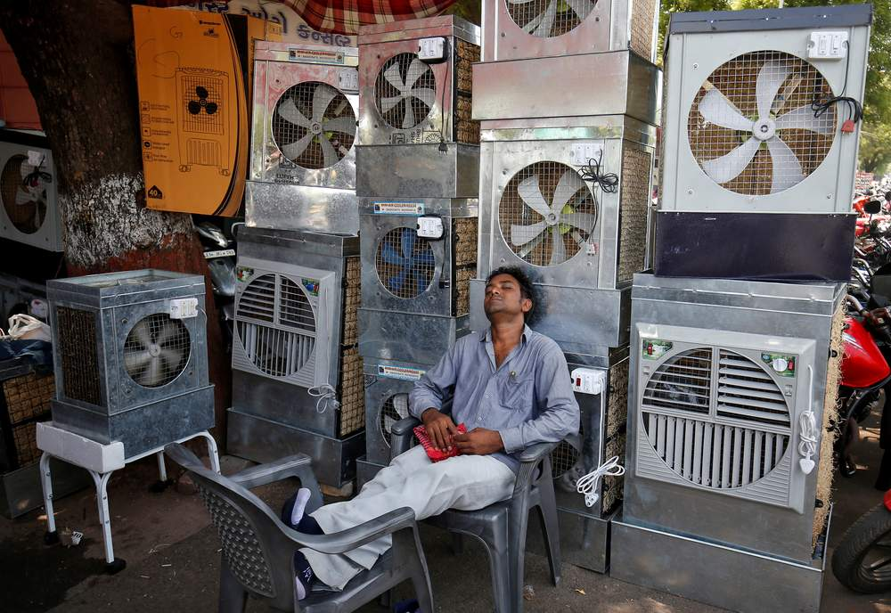 A man selling air coolers rests at a market on a hot summer day in Ahmedabad, India, May 4, 2017. REUTERS\/Amit Dave