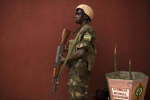 A Rwandan African Union (AU) peacekeeper stands guard during parliamentary elections at the national assembly in Bangui, Central African Republic, January 20, 2014. CREUTERS/Siegfried Modola