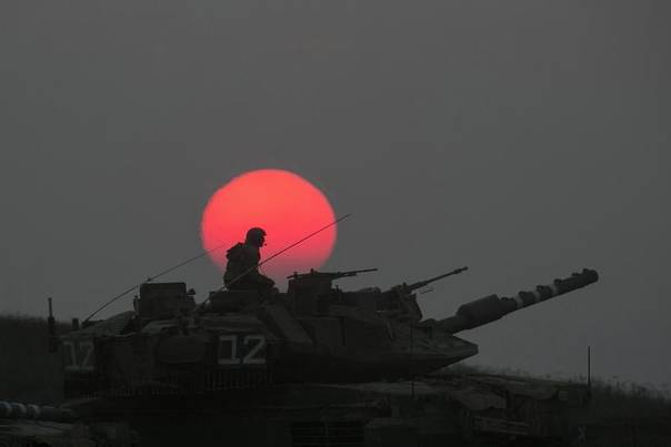 An Israeli tank manoeuvres outside the northern Gaza Strip July 21, 2014. REUTERS/Baz Ratner