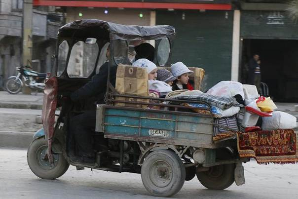 A family flees the violence with their belongings at Masaken Hanano in Aleppo February 3, 2014. REUTERS/Saad Abobrahim