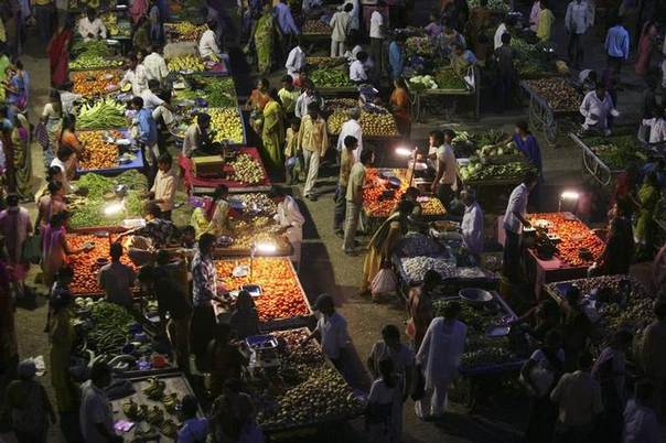Vendors use solar powered lights, now spreading to rural regions hampered by lack of electricity, at an evening market in the western Indian city of Ahmedabad. Picture September 10, 2009, REUTERS/Amit Dave