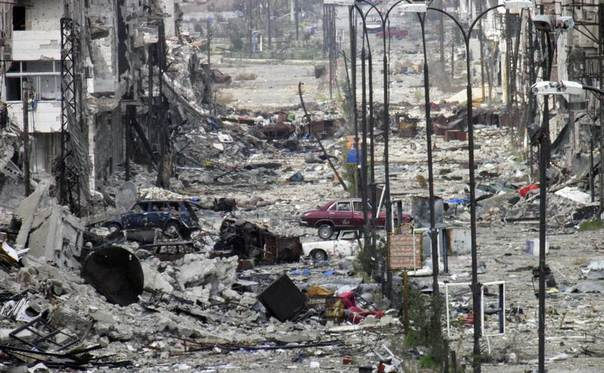A general view of a deserted and damaged street filled with debris in Homs, Syria, March 9, 2014. REUTERS/Thaer Al Khalidiya