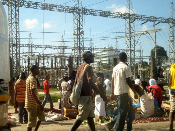 Residents walk past an electricity substation at Ubungo in Dar es Salaam, Tanzania. THOMSON REUTERS FOUNDATION/Zuberi Mussa.