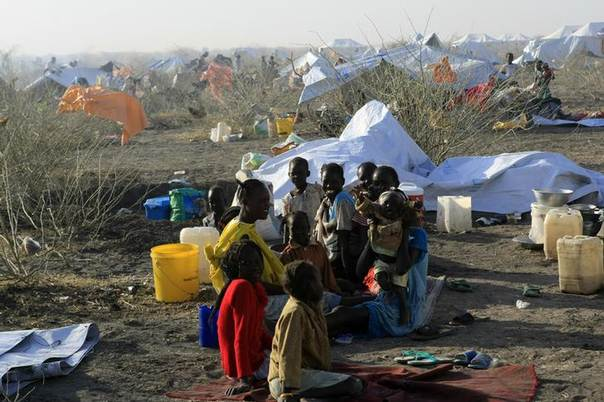 South Sudanese refugees wait inside a camp 10 km (6 miles) from al-Salam locality at the border of Sudan's White Nile state, after arriving from Malakal and al-Rank war zones within South Sudan January 27, 2014.  REUTERS/Mohamed Nureldin Abdallah