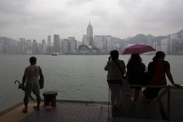 People rest by the waterfront of Tsim Sha Tsui shopping district hours before Typhoon Usagi is expected to make landfall, in Hong Kong September 22, 2013. REUTERS/Tyrone Siu