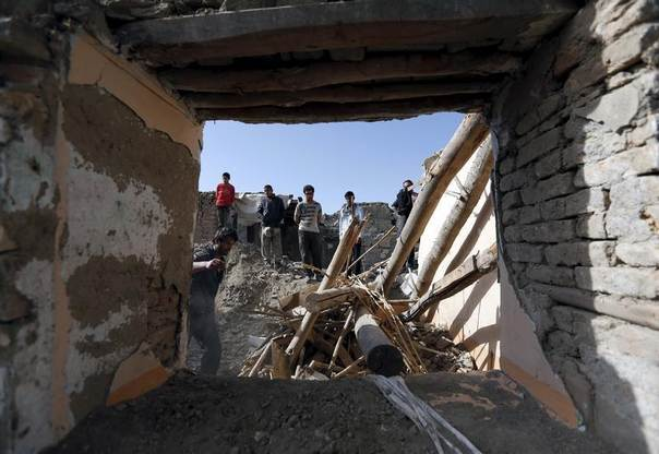 Afghan men clear the rubble of their damaged house after yesterday's suicide car bomb attack on a government security building in Kabul, Afghanistan, April 20, 2016. REUTERS/Mohammad Ismail