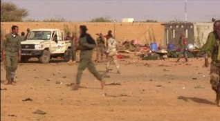 Mali soldiers, armed groups hold first joint patrol in northern town