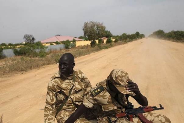 SPLA soldiers sit on a back of a pickup truck in Bor, South Sudan, January 25, 2014 REUTERS/Andreea Campeanu