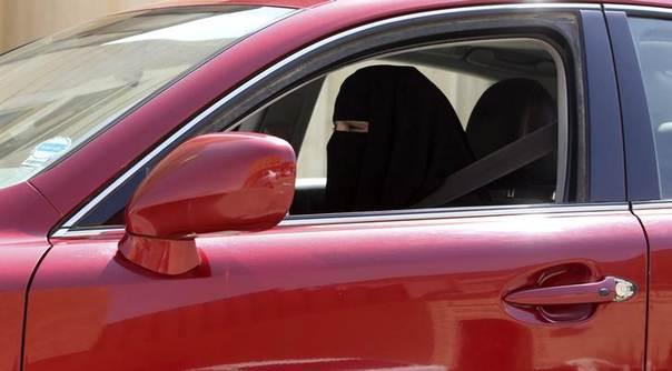 A woman drives a car in Saudi Arabia October 22, 2013 REUTERS/Faisal Al Nasser
