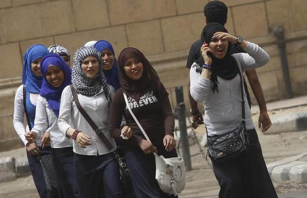 School girls walk on a street in Cairo, April 8, 2013.REUTERS/Amr Abdallah Dalsh