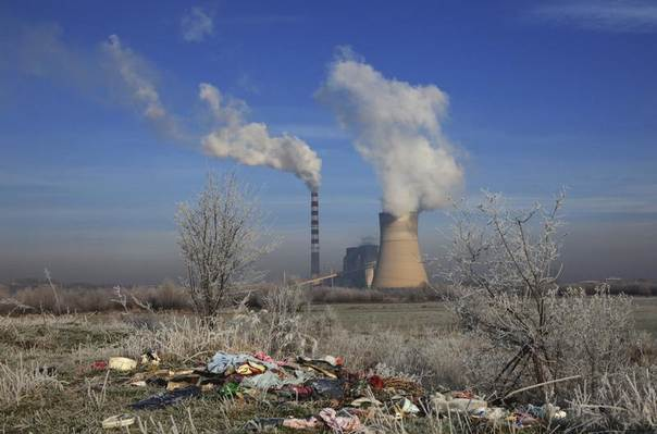 Smoke billows out of the towers of the coal-powered Kosovo Power Plant B in Obilic, near Pristina, Dec. 5, 2013. REUTERS/Hazir Reka