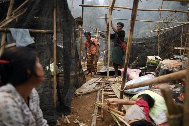 Survivors build a new temporary shelter in the fire-gutted Ban Mae Surin refugee camp near Mae Hong Son, Thailand, March 24, 2013. REUTERS/Athit Perawongmetha