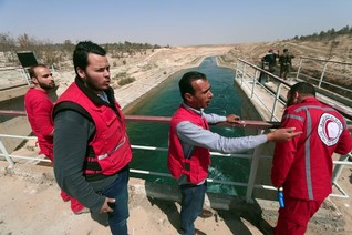 Guns silent as engineers work to ease pressure on Syrian dam
