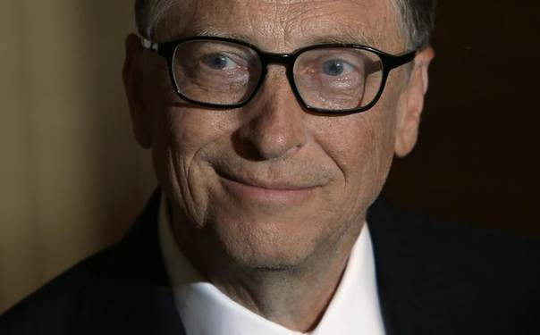 Bill Gates smiles during during an interview with Reuters in Singapore April 6, 2014. China should do more to encourage wealthy Chinese to donate to charitable causes and to make philanthropy a common practice in the world's most populous country, Microsoft co-founder Gates said on Sunday. REUTERS/Edgar Su