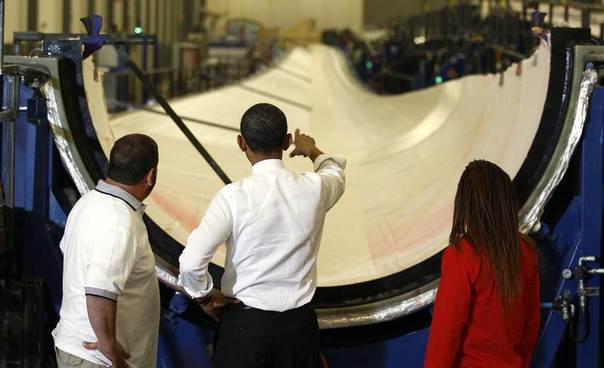 U.S. President Barack Obama points to a wind turbine blade as he tours TPI Composites, a wind energy manufacturer, in Newton, Iowa, May 24, 2012. REUTERS/Kevin Lamarque