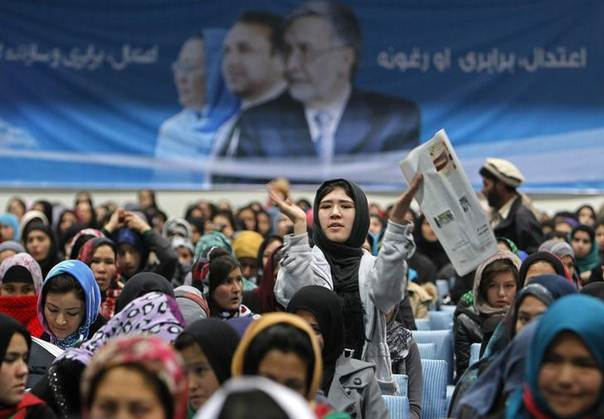 Supporters of Afghan presidential candidate Zalmai Rassoul listen to his speech during the presidential candidates campaign in Kabul February 3, 2014. REUTERS/Omar Sobhani