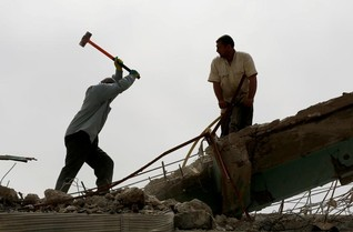 Mosul businesses start reconstruction without waiting for final IS defeat