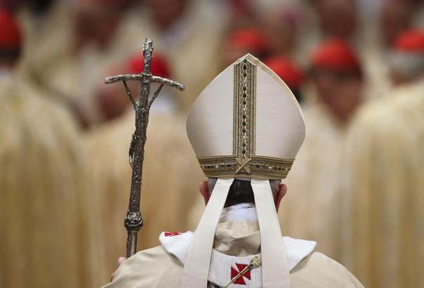 Pope Francis walks as he arrives to lead the Epiphany mass in Saint Peter's Basilica at the Vatican January 6, 2014. REUTERS/Max Rossi