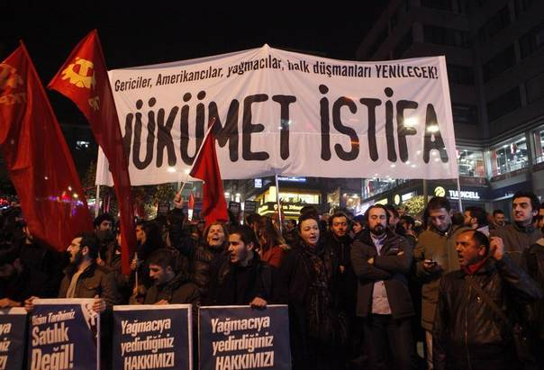 Leftist protesters demonstrate against Turkey's ruling Ak Party (AKP) and Prime Minister Tayyip Erdogan in Istanbul December 25, 2013. The banner reads