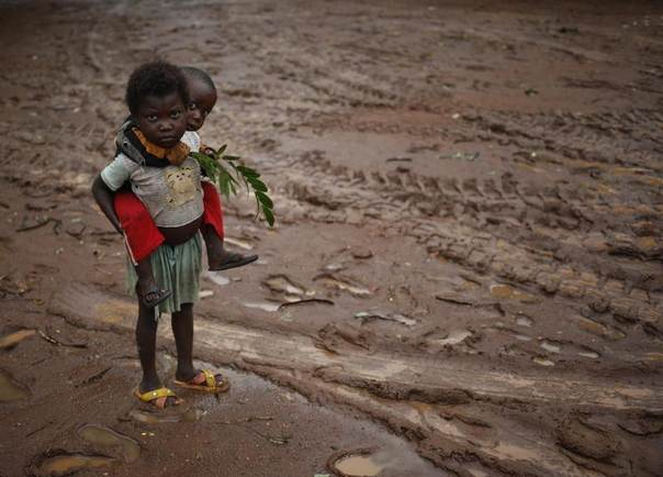 Children stand during rain in front of Saint Michel Catholic church in the town of Boda, Central African Republic, April 14, 2014. REUTERS/Goran Tomasevic