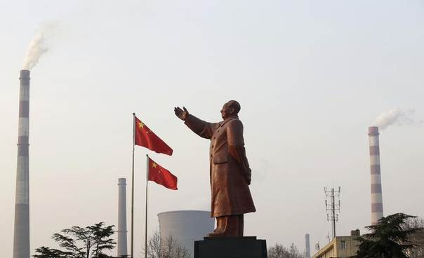A statue of former Chinese leader Mao Zedong is seen in front of smoking chimneys at Wuhan Iron And Steel Corp, Hubei province, China, March 6, 2013. REUTERS/Stringer