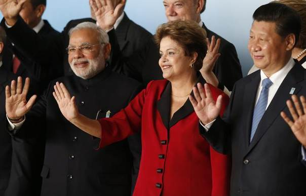 India's Prime Minister Narendra Modi (L), Brazil's President Dilma Rousseff (C) and Chinese President Xi Jinping wave to photographers as they attend the official photo for the 6th BRICS summit and South American Nations (UNASUR), in Brasilia July 16, 2014. REUTERS/Sergio Moraes