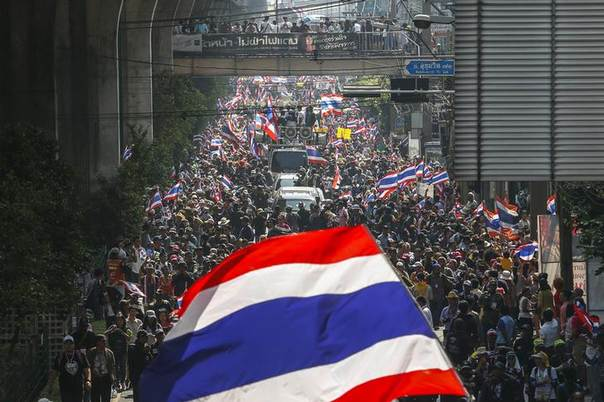 Anti-government protesters take part in a rally in central Bangkok January 30, 2014. REUTERS/Athit Perawongmetha