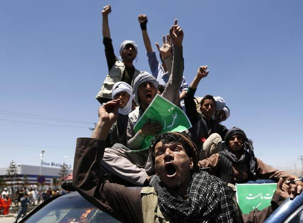 Afghans shout slogans during a protest in support of presidential candidate Abdullah Abdullah in Kabul June 21, 2014. REUTERS/Mohammad Ismail