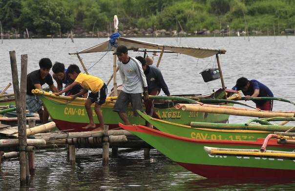 Residents secures their small boat in a safer area in preparations for the strong winds brought by Typhoon Rammasun, locally name Glenda, in a coastal area of Cavite city, south of Manila, Philippines, July 15, 2014. REUTERS/Romeo Ranoco