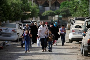 Iraqi forces call on civilians to flee Mosul's IS-held Old City