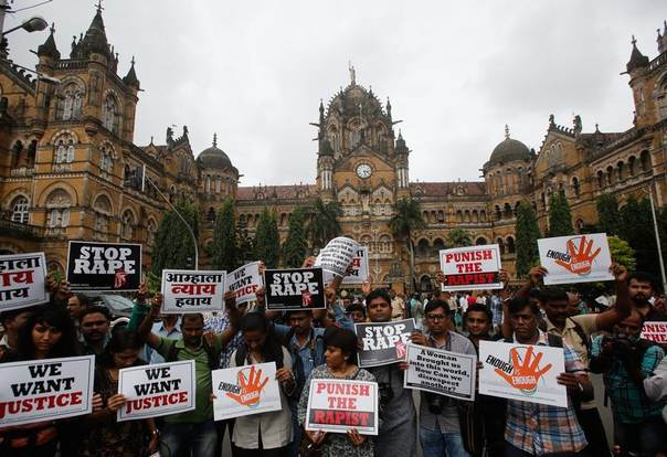 Journalists hold placards as they participate in a protest march against the rape of a photo journalist by five men inside an abandoned textile, in Mumbai, India, August 23, 2013.