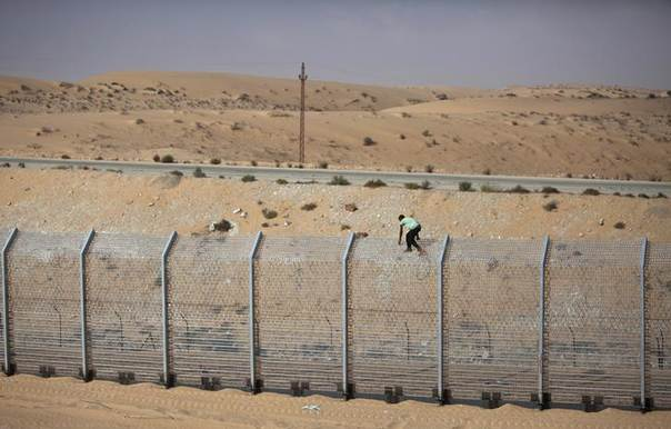 A labourer works on the border fence between Israel and Egypt near the Israeli village of Be'er Milcha September 6, 2012. REUTERS/Nir Elias
