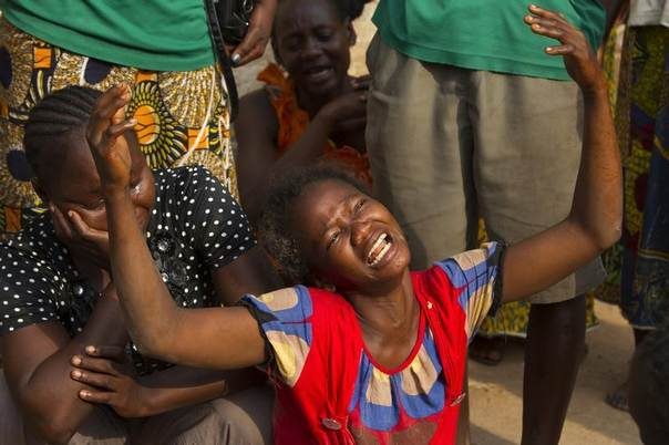 A woman reacts to the death of her sister who was killed during sectarian violence in the 5th Arrondissement of the capital Bangui February 9, 2014. REUTERS/Siegfried Modola