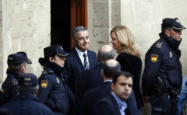 Spain's Princess Cristina, daughter of King Juan Carlos, arrives at a courthouse to testify before judge Jose Castro over tax fraud and money-laundering charges in Palma de Mallorca February 8, 2014.  REUTERS/Albert Gea