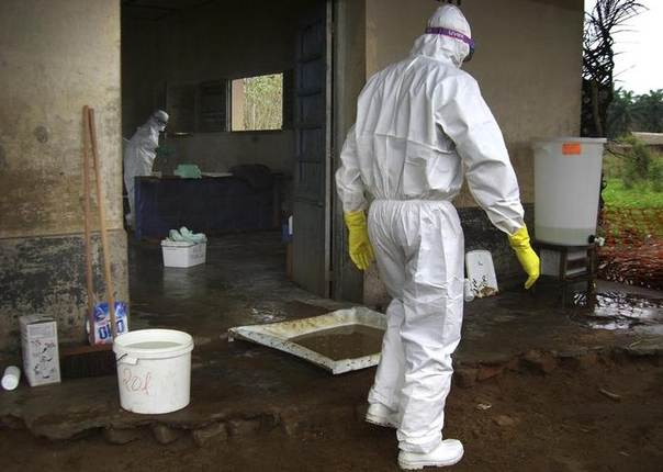 Medical workers in protective clothings work in the Ebola isolation zone at a makeshift health clinic run by the medical charity Doctors Without Borders at the village of Kampungu, near Kananga in western Kasai province in south-central Democratic Republic of Congo, some 700 km (435 miles) east of the capital Kinshasa, DR Congo, September 18, 2007. TREUTERS/MSF/Frederic Patigny/Handout