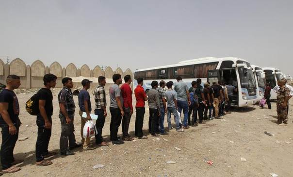 Volunteers, who have joined the Iraqi army to fight against the predominantly Sunni militants from the radical Islamic State of Iraq and the Levant (ISIL) who have taken over Mosul and other northern provinces, prepare to board a bus in Baghdad, June 20, 2014. REUTERS/Ahmed Saad
