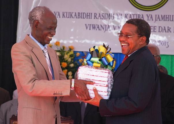 Tanzania's Constitutional Review Commission Chairman Joseph Warioba hands over copies of the draft constitution to President Jakaya Kikwete, December 2013. Photo by Richard Mwaikenda