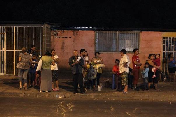People gather in the streets outside their homes after an earthquake of magnitude 4.9 shook Managu, Nicaragua,a April 13, 2014. . REUTERS/Jorge Cabrera