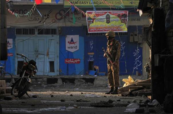 A Pakistani soldier stands guard near the site of a suicide blast in Rawalpini, Pakistan, January 20, 2014. REUTERS/Faisal Mahmood