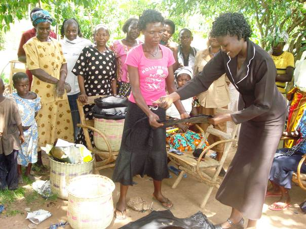 A trainer from Ushirikiano, a women's group in Kenya, shows women in Busia County how to make fireless cooking baskets. THOMSON REUTERS FOUNDATION/Justus Wanzala