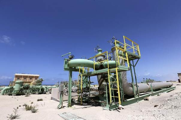 Pipelines are seen at the Zueitina oil terminal in Zueitina, west of Benghazi April 7, 2014. REUTERS/Esam Omran Al-Fetori