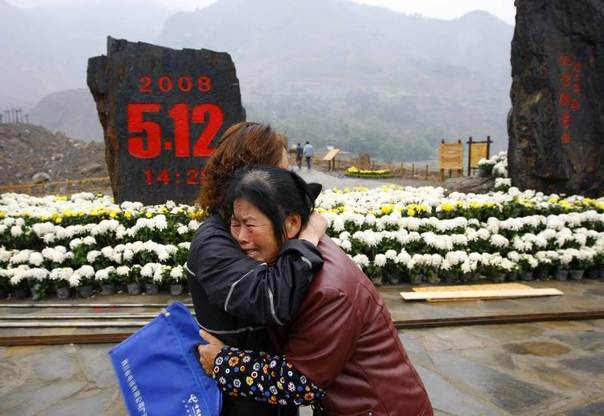 People mourn for their relatives who died in the Sichuan earthquake in front of a monument at the Donghekou Earthquake Site Park in Qingchuan, Sichuan province, November 11, 2008. REUTERS/China Daily