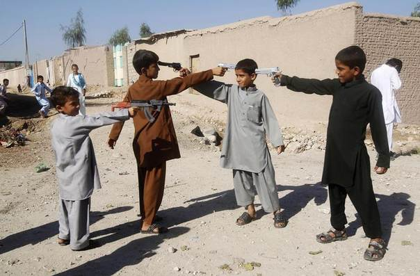 Afghan boys play with toy guns on the first day of Eid al-Adha in Jalalabad October 15, 2013. REUTERS/ Parwiz