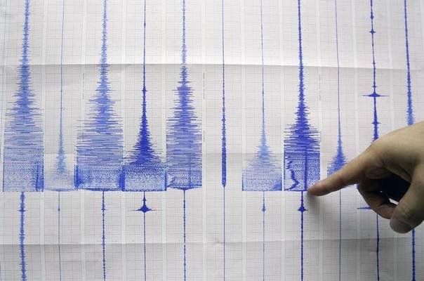 A seismologist points at a graphic showing an earthquake reading at the Central Weather Bureau in Taipei July 14, 2009. REUTERS/Pichi
