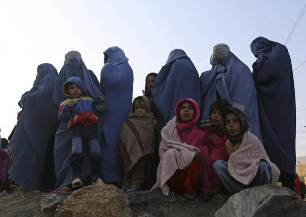Afghan women watch a procession held to mark Ashura in Kabul, Afghanistan, November 14, 2013. REUTERS/Omar Sobhani