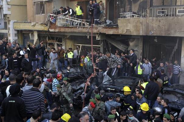 People gather at the site of a bomb blast in the Haret Hreik area, in the southern suburbs of the Lebanese capital Beirut January 21, 2014. REUTERS/Mahmoud Kheir