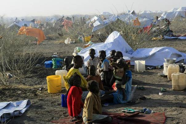 South Sudanese refugees wait inside a camp at the border of Sudan's White Nile state, after arriving from Malakal, January 27, 2014. REUTERS/Mohamed Nureldin Abdallah