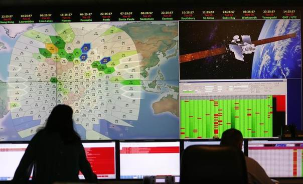 Staff at satellite communications company Inmarsat work in front of a screen showing subscribers using their service throughout the world, at their headquarters in London, March 25, 2014. REUTERS/Andrew Winning