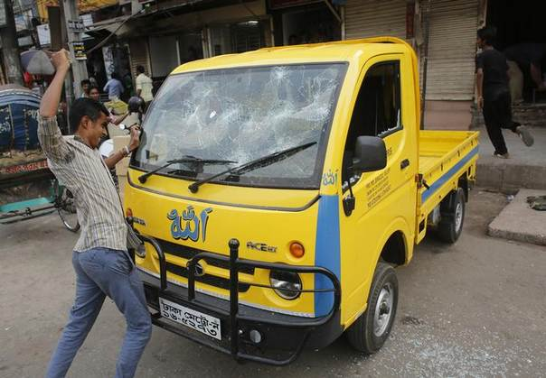 An activist of Bangladesh Nationalist Party (BNP) vandalizes a truck after a sudden rally in Dhaka March 17, 2013. REUTERS/Andrew Biraj